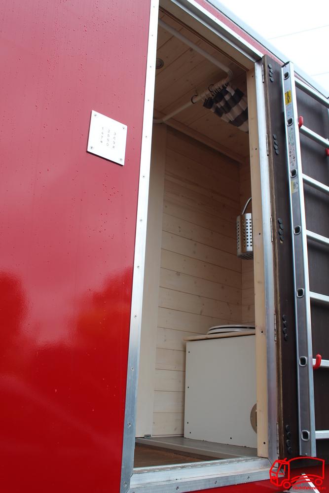 Die Eingangsschleuse mit Dusche und Trenntoilette